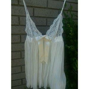Victoria's Secret Intimates & Sleepwear - 😍VICTORIA'S SECRET😍 Sexy White Babydoll Nighty